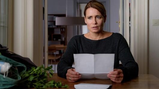 Rebecca (Anja Kling) erhält einen schockierenden Brief von Tiberius.