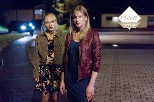 """In """"Das Verschwinden"""" nabelt sich Janine Grabowski (Elisa Schlott, li.) von ihrer Mutter Grabowski (Julia Jentsch) ab."""