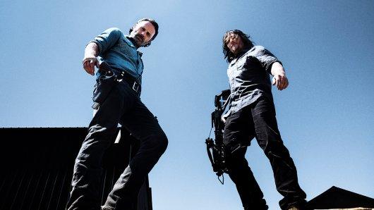 Rick (Andrew Lincoln) und Daryl (Norman Reedus,r.) ziehen in den Krieg. Foto: Clarke/Monaghan/AMC