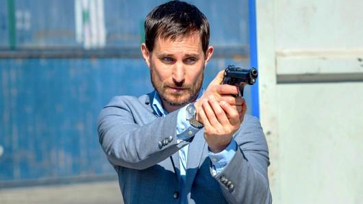 In der neuen ARD-Krimireihe Der Barcelona-Krimi spielt Clemens Schick den eigenwilligen und verschlossenen Kommissar Xavier Bonet.