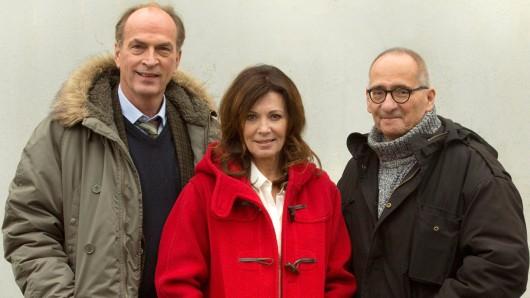 Herbert Knaup und Iris Berben mit Regisseur Dominik Graf (v.l.) drehen Hanne. Foto: NDR/Volker Roloff