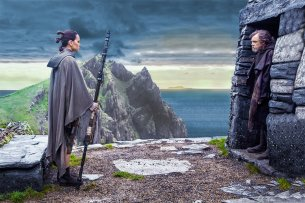 Rey (Daisy Ridley) und Luke Skywalker (Mark Hamill)