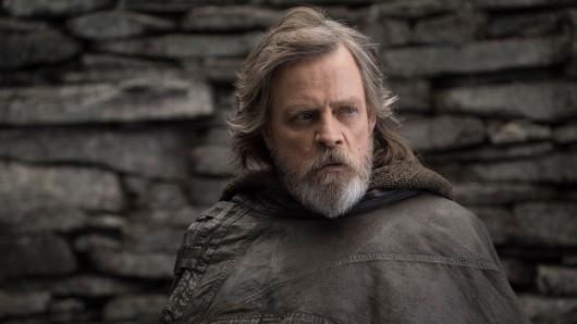 40 Jahre nach seinem Krieg der Sterne-Debüt zurück in seiner Paraderolle: Mark Hamill als Luke Skywalker in Star Wars: Die letzten Jedi