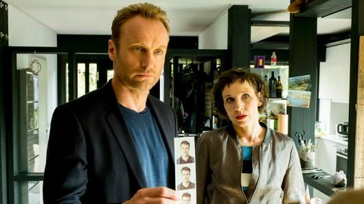 Die Kommissare Rubin (Meret Becker) und Karow (Mark Waschke) auf den Spuren des unbekannten Toten.