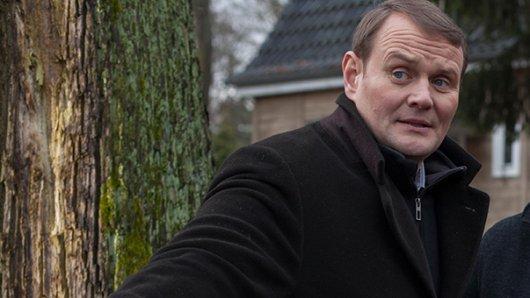 Devid Striesow gehört zum erstklassigen Ensemble von Schlömndorffs erstem TV-Krimi Der namenlose Tag.