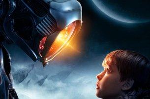 """Szene aus """"Lost in Space"""" mit dem Schauspieler Max Jenkins."""