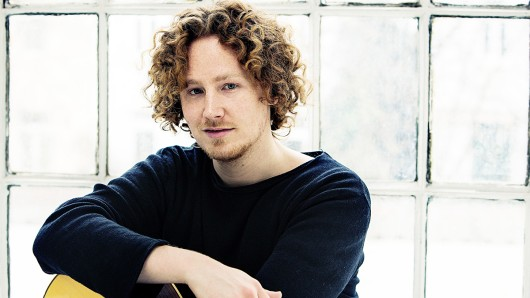 Michael Schulte vertritt Deutschland mit dem Lied You Let Me Walk Alone beim Eurovision Song Contest 2018 in Lissabon.
