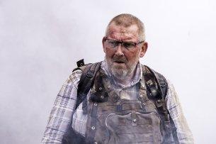 Benno Winkler (Dietmar Bär) hat es auf der Suche nach seiner vermissten Tochter bis in das zerstörte syrische Dorf geschafft, in dem sie zuletzt lebend gesehen wurde.