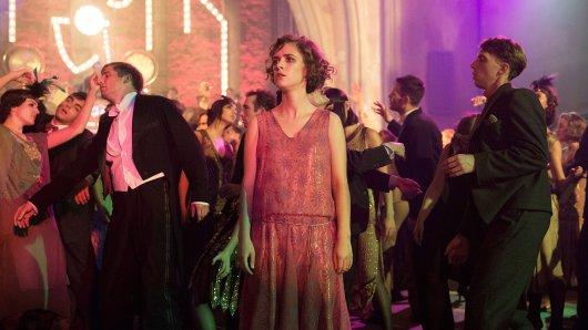 Schon in den ersten beiden Babylon Berlin-Staffeln haben neben Stars wie Liv Lisa Fries (M.) jede Menge Statisten mitgewirkt
