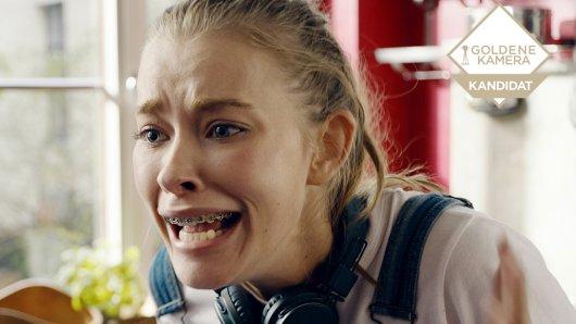 Isy (Milena Tscharntke) verliert auf einer Party das Bewusstsein und weiß nicht mehr, was man ihr angetan hat.