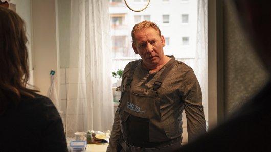 Klaus (Ben Becker, mi.) erzählt den Ermittlern Brasch (Claudia Michelsen) und Köhler (Matthias Matschke) von der Drogensucht der Mutter.
