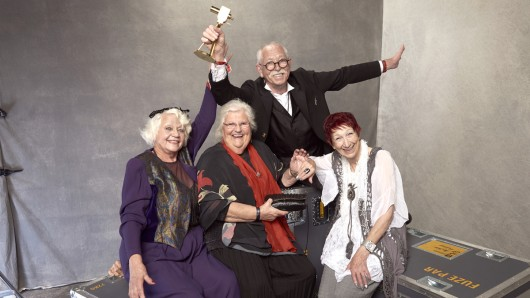 Ursula Cezanne, Melita Moritz, Peter Zeidler und Evelyn Gundlach von Senioren Zocken mit GOLDENER KAMERA