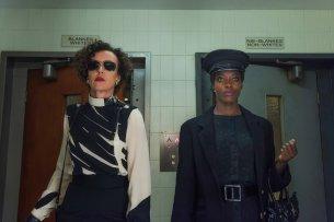 Lenora (Maria Schrader, l.) und Rose (Florence Kasumba)