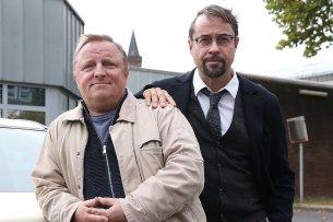 """Axel Prahl und Jan Josef Liefers bei den Dreharbeiten zum 34. """"Tatort: Spieglein, Spieglein"""" im September 2018."""
