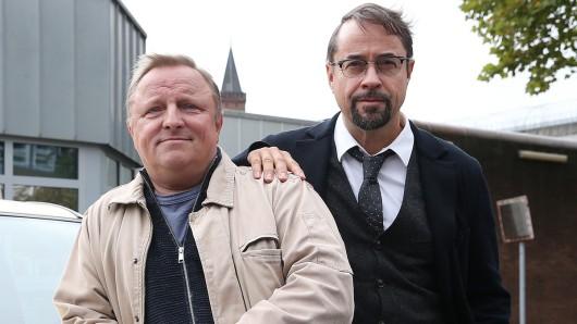"""Axel Prahl und Jan Josef Liefers bei den Dreharbeiten zum 34. Tatort: Spieglein, Spieglein"""" im September 2018."""