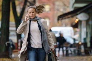 """Im Sat.1-Film """"Ein ganz normaler Tag"""" kämpft Sonja Gerhardt für Zivilcourage."""