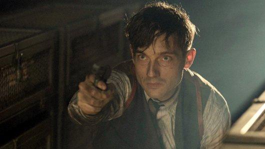 Volker Bruch spielt auch in der 3. Staffel Babylon Berlin den Kriminalkommissar Gereon Rath.