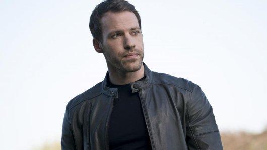 Falk Hentschel spielte in der TV-Serie Legends of Tomorrow (2016) den Hawkman.
