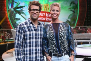 Haben wieder einen großen Koffer voll Spott dabei: Daniel Hartwich (40) und Sonja Zietlow (50).
