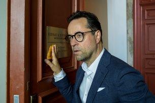 """Anwalt und Freigeist: Jan Josef Liefers als TV-Anwalt Joachim Vernau im fünften Fall """"Totengebet"""""""