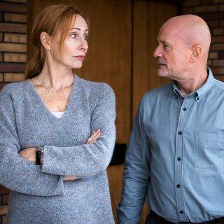 Einvernehmlich beschließen Innendesignerin Anja (Andrea Sawatzki) und Bauingenieur Christoph (Christian Berkel), sich in Frieden scheiden zu lassen.