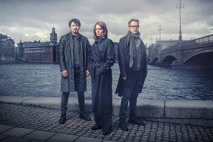 """""""Stockholm Requiem"""" mit dem Ermittlertrio Fredrika Bergman (Miv Mjönes), Alex Recht (Jonas Karlsson, l.) und Peder Rydh (Alexej Manvelov, r.) ab dem 31. März im ZDF."""