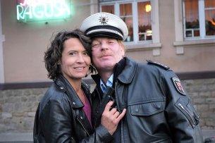 """Ulrike Folkerts (57) und Ben Becker (54) beim Drehstart zum """"Tatort -  Die Pfalz von oben""""."""