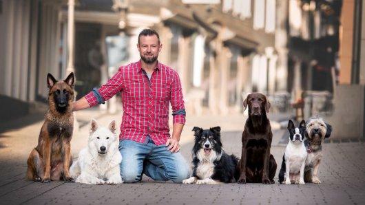 André Vogt mit seinen jungen Vierbeinern.