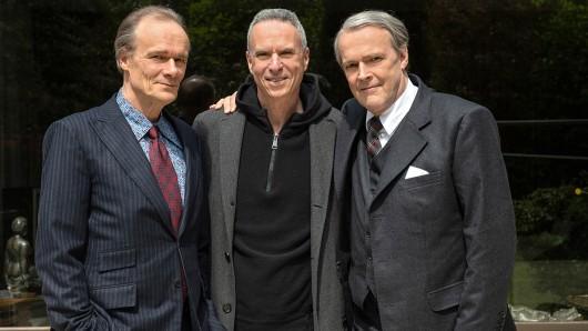 Regisseur Dror Zahavi (Mitte) mit den Hauptdarstellern Sven-Eric Bechtolf als Berthold Beitz (r) und Edgar Selge als Golo Mann.
