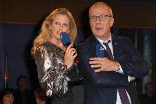 """Die """"NDR Talk Show"""" aus Hamburg mit mit Barbara Schöneberger und Hubertus Meyer-Burckhardtfeiert in diesem Jahr 40-jähriges Jubiläum."""