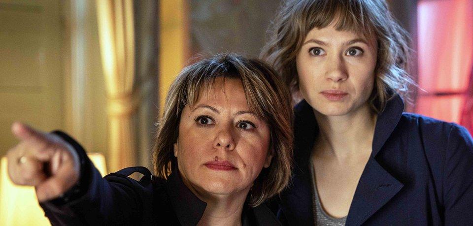 Regisseurin Asli Özge mit Alina Levshin (als Doro Decker). Drehstart für die ZDFneo-Serie Dunkelstadt ist im Juli 2019.