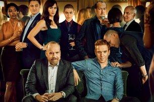 """Chuck Rhoades (Paul Giamatti, v.l.) und Bobby Axelrod (Damian Lewis) mit Freunden und Feinden in """"Billions 4""""."""