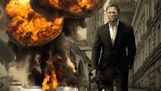 Daniel Craig bei einer Explosion im 007-Einsatz Quantum Of Solace (2008).