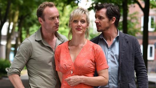 Katrin (Anna Schudt) muss sich zwischen ihrem Mann Mark (Felix Klare, re.) und ihrem charmanten Zufallsbekannten Peter (Mark Waschke) entscheiden.