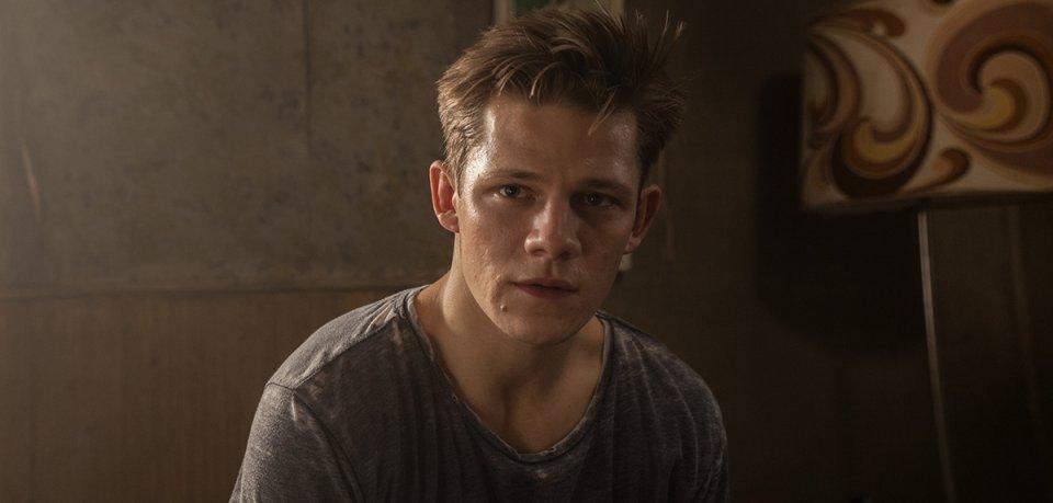 Danger war gestern: Im Netflix-Thriller Kidnapping Stella zeigt sich Fack ju Göhte-Star Max von der Groeben als Entführer von seiner düsteren Schauspielseite.