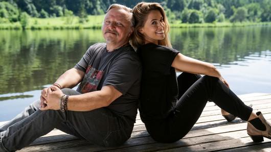 Axel Prah (Rolle Wim) und Vanessa Mai (Rolle Juli).