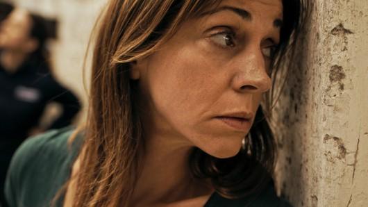 Der Einsatz zehrt an den Nerven von Zielfahnderin Hanna Landauer (Ulrike C. Tscharre).