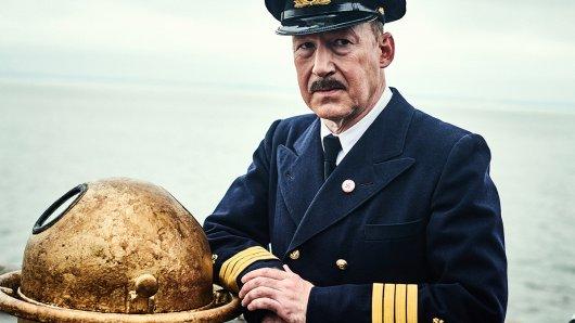 Ulrich Noethen als Kapitän Gustav Schröder. Dank seiner Umsicht und Zivilcourage kann eine größere Katastrophe verhindert werden.