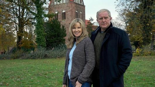 Ann-Kathrin Kramer spielt Claudia Bahnert und Harald Krassnitzer schlüpft in die Rolle des Ehemannes Manfred Bahnert.