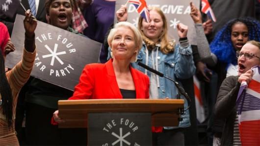 Populistin Vivienne Rook (Emma Thompson) lässt sich feiern