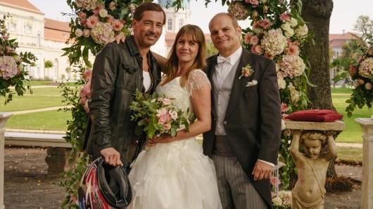 Auch im Kinofilm wieder mit dabei: Jan Sosniok als Sven, Felicitas Woll als Lolle und Matthias Klimsa als Hart (v.l.)