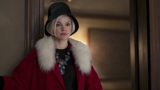 Eva (Emilia Schüle) will aus ihrer Ehe ausbrechen.