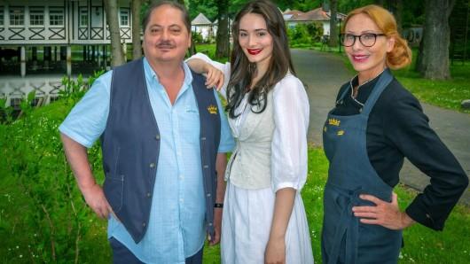 Jürgen Tarrach als Heinrich Witte, Maria Ehrich als Smilla Witte und Andrea Sawatzki spielt Regina Bellmer.