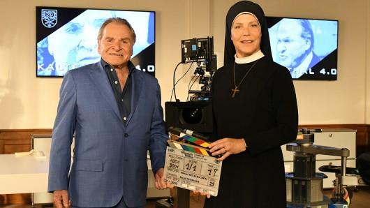 Stehen wieder vor der Kamera: Fritz Wepper (als Bürgermeister Wöller) und Janina Hartwig (als Klosterschwester Hanna)