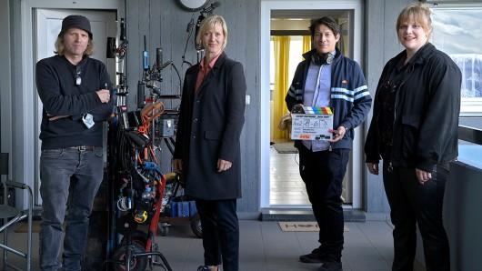Am Set von Tatort: Heile Welt: v.l.i.n.re.: Philipp Kirsamer (Kamera), Anna Schudt (Martina Bönisch) Sebastian Ko (Regie), Stefanie Reinsperger (Rosa Herzog).