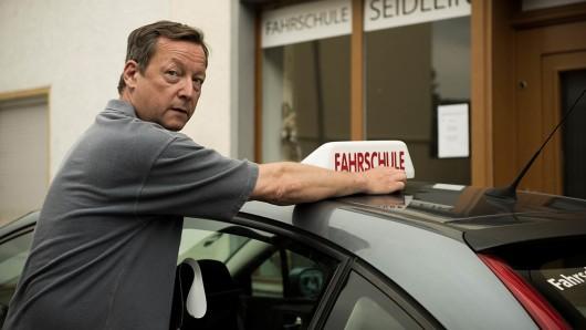 Rupert Seidlein (Matthias Brandt) eröffnet in seinem Heimatdorf eine Fahrschule.