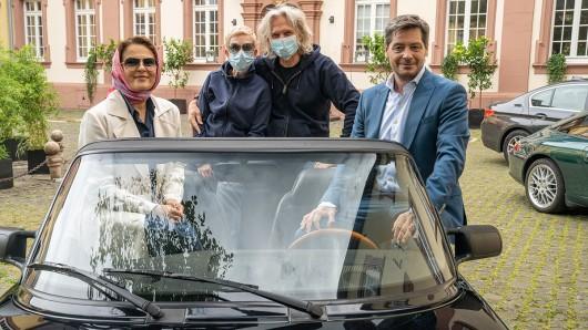 Regisseurin Isabel Kleefeld, 2.v.l., mit Kameramann Martin Langer und den beiden Hauptdarstellern Barbara Auer und Fritz Karl beim Drehstart des Fernsehfilms ,,SugarloveDotCom (AT).