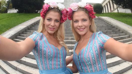 Valentina (l.) and Ceyenne Pahde sind eineiige Zwillinge