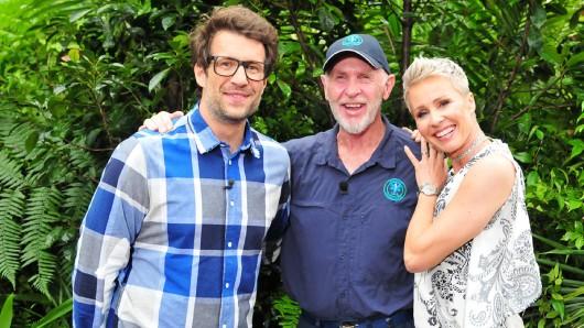 Dr. Bob kommt 2021 zur Dschungelshow nach Köln und unterstützt Moderator Daniel Hartwich (l.) und Moderatorin Sonja Zietlow.