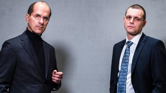 Christoph Maria Herbst (l.) als Wirecard-Chef Markus Braun und Franz Hartwig als Jan Marsalek